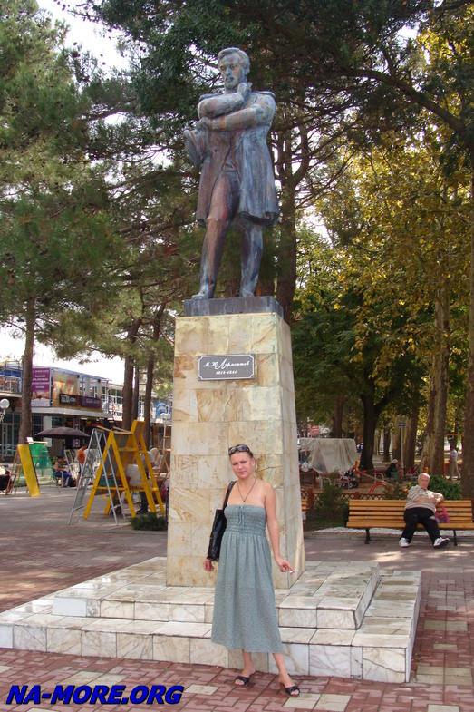 Памятник М.Ю.Лермонтову в Геленджике
