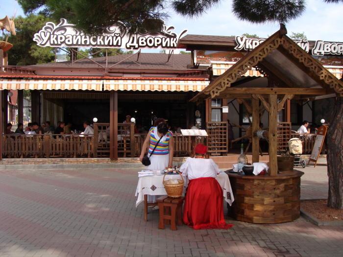 Украинский домик - ресторан на набережной Геленджика
