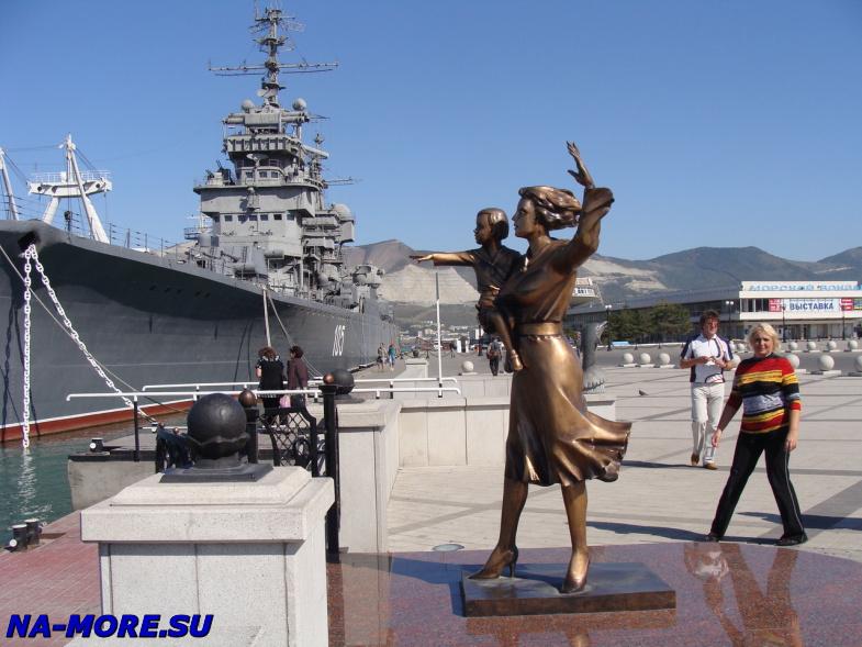 Памятник жене моряка в Новороссийске